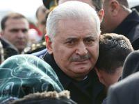 Şehit ailesini teselli eden Başbakan Yıldırım, gözyaşlarına hakim olamadı