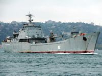 Rus donanmasına ait askeri gemi İstanbul Boğazı'ndan geçti