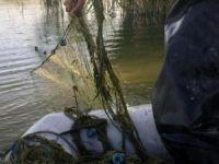 Van Gölü'nde kaçak inci kefali avı için atılan 3 kilometrelik ağ ele geçirildi
