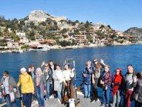 Rus turistler Kekova'ya yat turuna çıktı