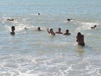Mersin'de kış ortasında denize girdiler