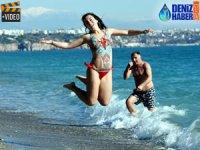 Antalya'da yılın ilk günü deniz keyfi