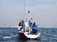 İzmir Körfezi'nde tekneler denize açıldı