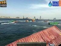 Karaçi Limanı'nda konteyner gemileri çatıştı