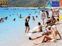 Kemer'de turizm sezonu erken açıldı, plajlar turistle doldu