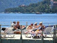 Marmaris'te sahiller turistlerle doldu