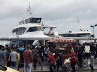 Beşiktaş'ta tekne iskeleye çarptı, üç kişi yaralandı