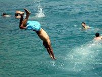 Sığ suya atlamak ölümle sonuçlanabilir