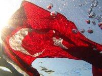 Sakaryabaşı'nda su altında Türk bayrağı açtılar