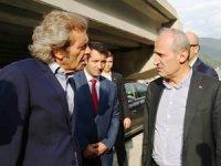 Mehmet Cahit Turhan, Hopa Balıkçı Barınağı inşaatını ziyaret etti