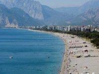 Antalya'da okullar açıldı, sahiller boşaldı
