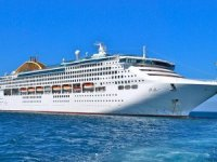 İki Yolcu Gemisi Kuşadası'na Turist yağdırdı