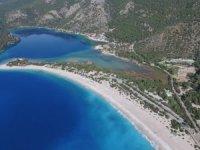 Fethiye'de turistlerin deniz keyfi devam ediyor