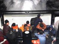 Çeşme'de 90 kaçak göçmen yakalandı
