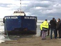 Karadeniz'de sürüklenen 'Rota Akgün' adlı tarama gemisi kıyıya oturdu
