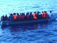 Dikili'de umuda yolculuk yolunda botta doğum yaptı