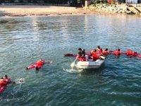 Bartın Üniversitesi öğrencilerine 'Denizde Canlı Kalabilme Eğitimi' verildi