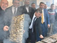 Sinop'ta 2,5 ton hamsi 2 saatte tüketildi