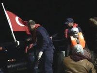 Didem'de göçmenler, balık çiftliği platformuna çıkarak kurtuldu