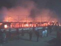 Nil Nehri'nde yolcu teknesinde yangın çıktı