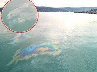 İstanbul Boğazı'nda geçen gemiler sintine atıkları denize döktü