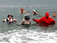 Fethiye'de yerleşik yabancılar, yardım için denize girdi