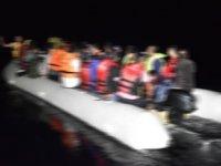 Akdeniz'de düzensiz göçmenleri taşıyan bot battı: 3 ölü, 14 kayıp