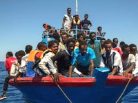 AB'nin Akdeniz'deki düzensiz göçle mücadele misyonu tehlikeye girdi