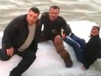 Antalyalı balıkçılar, alabora olan teknenin üzerinde yardım beklediler