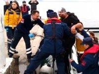 'Britta' isimli geminin yaralı mürettebatına Sahil Güvenlik yardım etti
