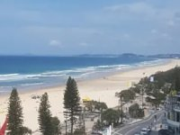 Avustralya'da kasırga nedeniyle 11 plaj kapatıldı
