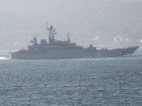 Rus savaş gemileri, peş peşe İstanbul Boğazı'ndan geçti