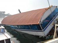 Erdek'te 'Hacı Veysel' isimli restaurant teknesi yan yattı