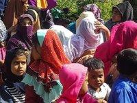 Malezya'da denize atılan 34 mülteci yüzerek kurtuldu