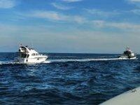 Didim'de tekneleri sürüklenen göçmenleri Sahil Güvenlik kurtardı