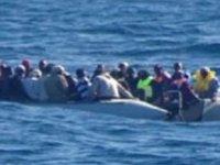 Akdeniz'de göçmenleri taşıyan bot battı: 45 ölü