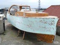 Volkan Balcı, iş yerinin çatısında tekne inşa ediyor