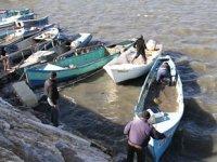Balıkçılar, batma tehlikesi olan tekneleri için seferber oldu