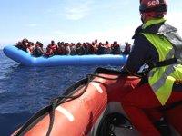 Akdeniz'de bottan düşen 8 göçmen kayboldu