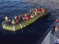 Bodrum'da lastik botta 41 düzensiz göçmen yakalandı