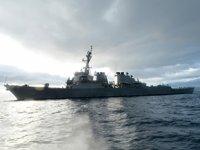 ABD savaş gemisi, Rus gemilerinin kontrolü altında tutuluyor