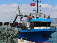 5 ton uyuşturucu ele geçirilen balıkçı teknesi, İzmir Limanı'na yanaştı