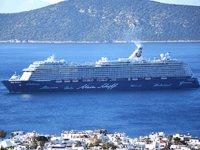 'Mein Schiff 4' isimli yolcu gemisi, Bodrum'a sezonun ilk seferini gerçekleştirdi