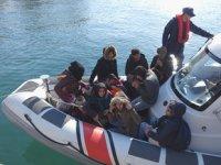 Ayvacık'ta 53 düzensiz göçmen yakalandı