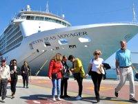 'Seven Seas Voyager' kruvaziyer gemisi, Kuşadası'na sezonun ilk seferini yaptı