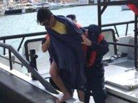 Çeşme'de yüzerek Sakız Adası'na gitmeye çalışan göçmen kurtarıldı