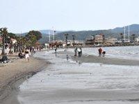 Akyaka'da deniz suyu 20 metre çekildi