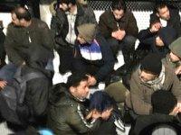 Çeşme'de 31 düzensiz göçmen yakalandı