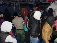 Ayvacık'ta 74 düzensiz göçmen yakalandı
