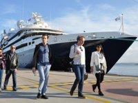 Le Bougainville isimli yolcu gemisi, Kuşadası'na ilk seferini gerçekleştirdi